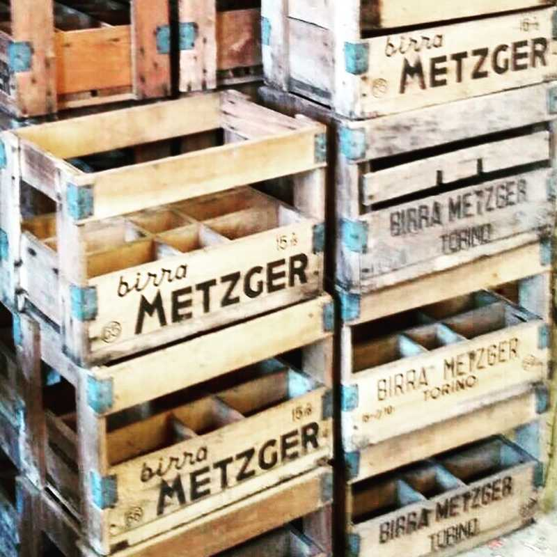 cassette in legno vintage birra metzger laboratorio vintage