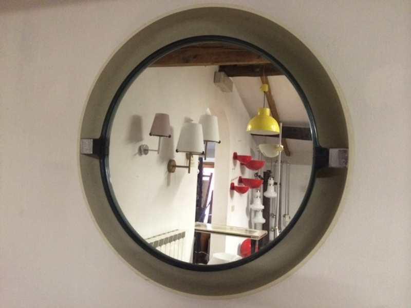 Specchio anni 70 retroilluminato diam 61 laboratorio for Specchio bagno anni 70