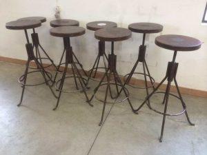 Sgabelli vintage usati u tavolo consolle allungabile