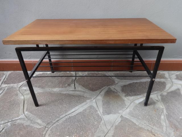 Tavolino anni 50 con portariviste laboratorio vintage for Tavolini anni 50