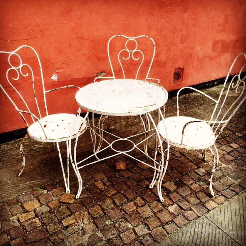 Tavoli e scrivanie laboratorio vintage for Tavolo con sedie da giardino offerte