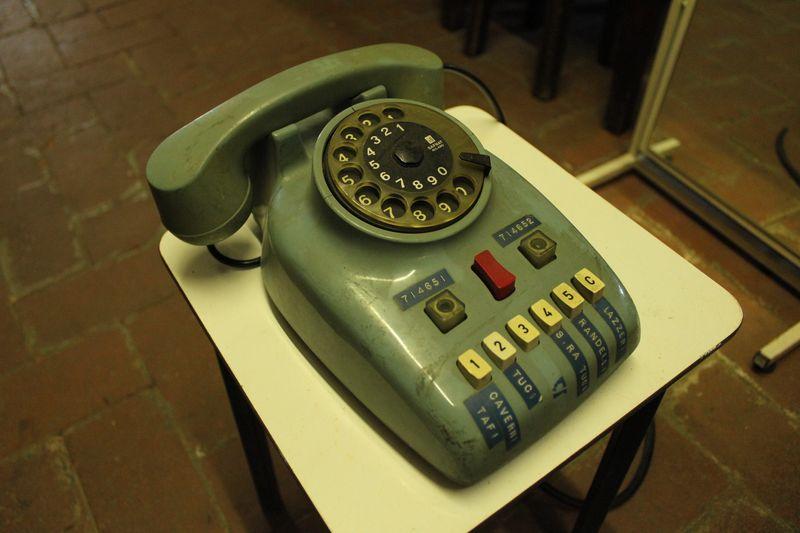 Telefono design nizzoli safnat milano vintage for Design vintage milano