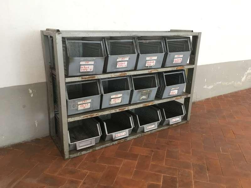 Mobili laboratorio vintage for Cassettiera industriale vintage