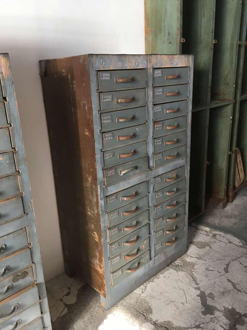 Novit laboratorio vintage for Cassettiera industriale vintage